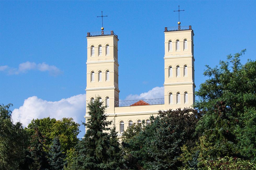 Türme der Schinkelkirche in Straupitz